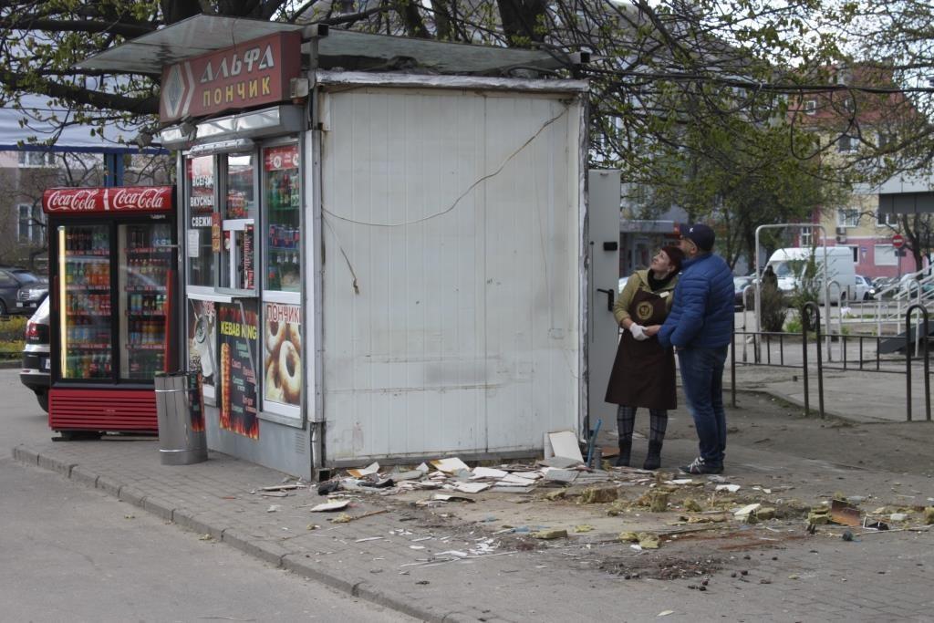 СЛенпроспекта потребованию местных граждан убрали торговые ларьки