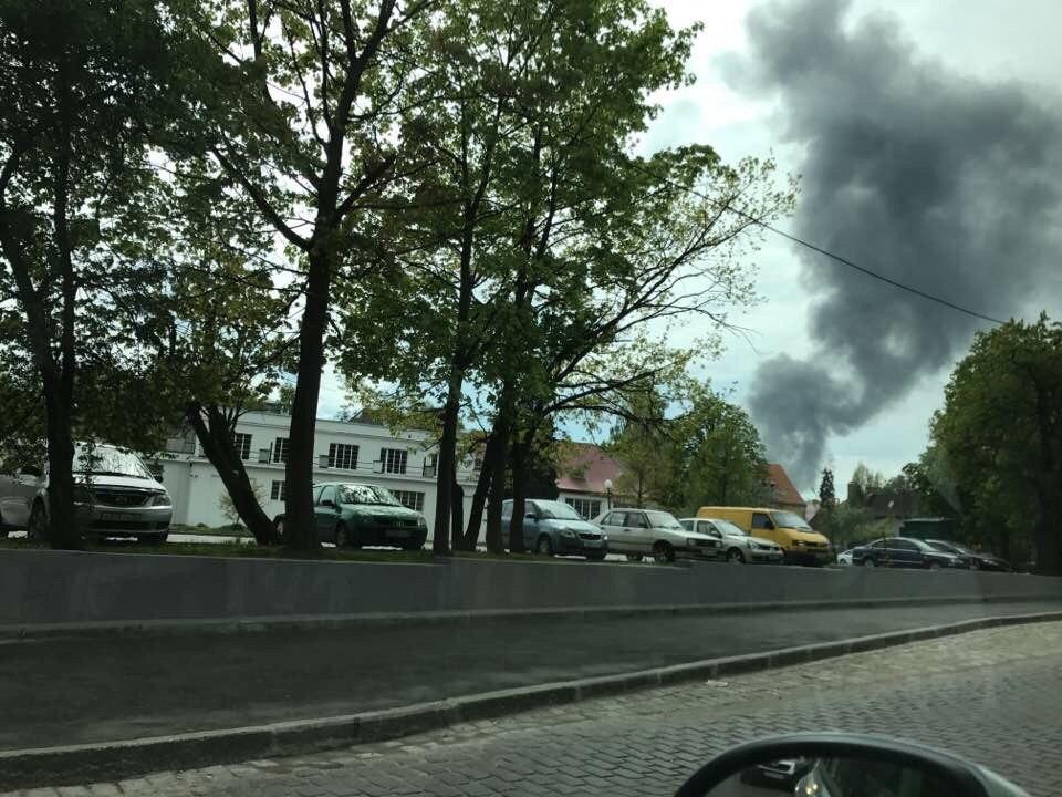 Столб черного дыма над городом: вКалининграде произошел интенсивный пожар