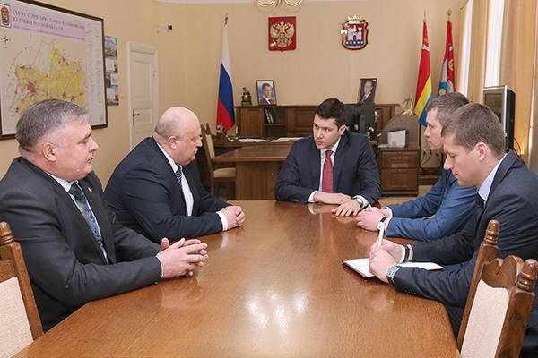 Алиханову представили начальника таможенного управления ФСБ Российской Федерации поКалининградской области