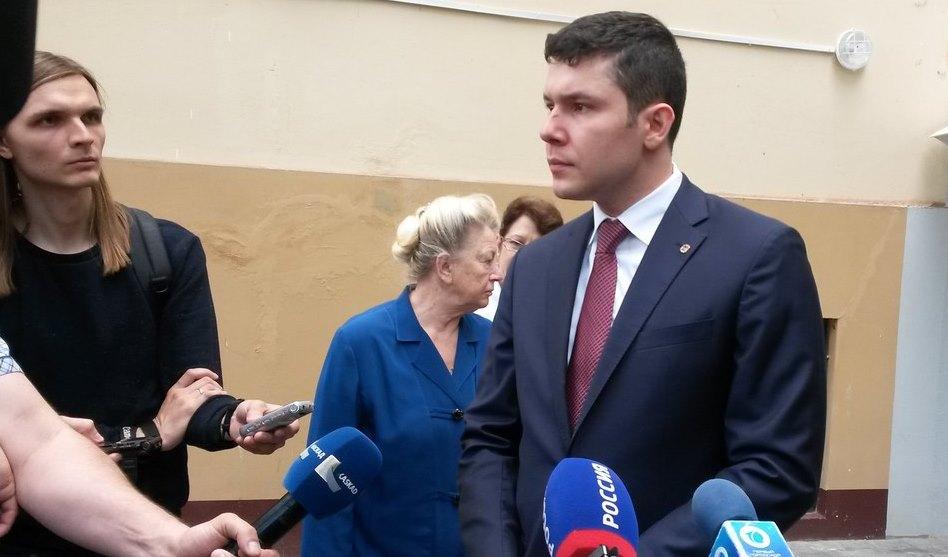 Алиханов проконтролировал ход уличных работ вКалининграде
