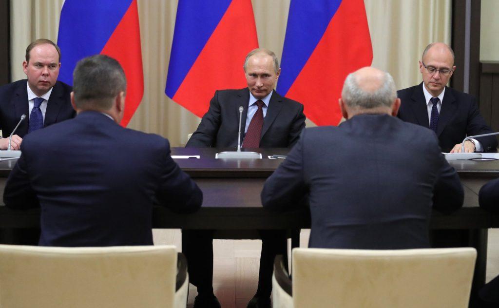 Путин встретился сгубернаторами, которых отправил вотставку, ипообещал их вознаградить