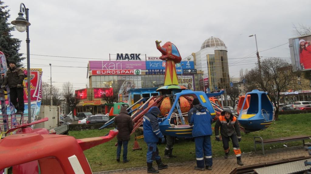 ВКалининграде власти снесли аттракционы нановогодней ярмарке
