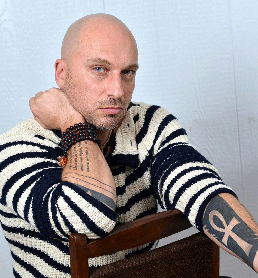 Дмитрий Нагиев едва непереломал ноги одекорации вовремя спектакля
