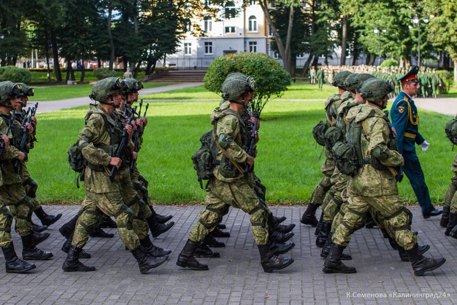 солдаты военные